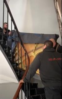 (Video) Livraison d'un piano droit avec le clavier démonté